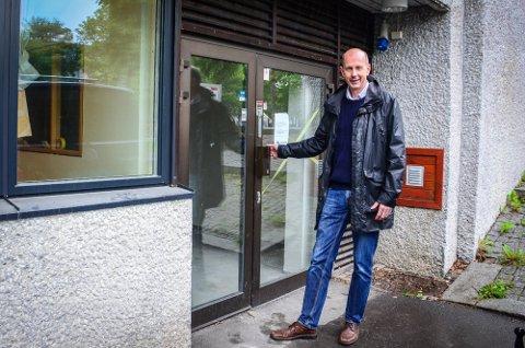 KUVENDING: Mandag var ordfører Ola Nordal opprørt, etter at FHI signaliserte at kommunen ikke ville få ekstra vaskinedoser til studenter som skal ta dose 2 i Ås. Tirsdag gjør FHI kuvending i saken.