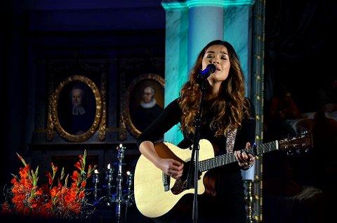 """Astrid Sugaren tok initiativ til konserten, sammen med Eva Ødegård Haagaas. På konserten framførte Astrid en svært personlig versjon av Bob Dylans """"Blowing in the wind""""."""