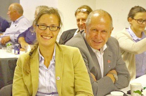 Mari Kveberg og Johnny Hagen kunne smile under valgvaken på Alvdal.