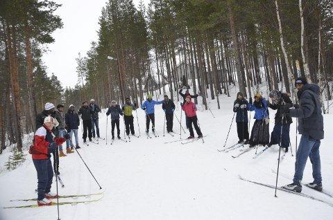 Smil og latter: Den aller første skituren i lysløypa på Tynset ble en humørfylt opplevelse for flyktningene.