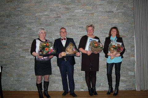 F.v. Anna Reidun Vårhus, Odd Tronvoll, Irene Horten og Britt Irene Holden ble hedret av Coop Oppdal etter å ha jobbet 25 og 30 år i bedriften.