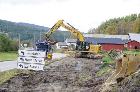 ARBEID: Fra bygging av gang- og sykkelveg langs Folldalsvegen i Alvdal.