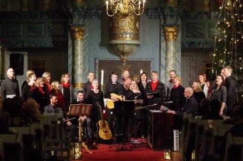 I TYNSETKIRKA: Vingel Singers tok turen til Tynset 22. desember