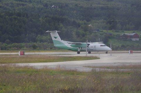 FLY: Widerøe lander på Røros.
