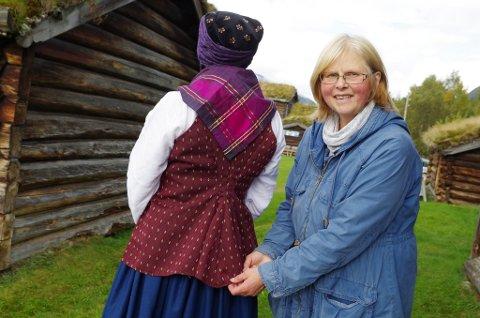 TEKSTILEKSPERT: Helga Reidun Bergebakken Nesset skal fortelle om veven under tekstildagen på Husantunet 29. juli.