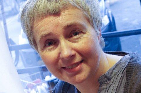 DISTRIKTSBOKHANDLER: Irene Tronslien i Alvdal. *** Local Caption *** Irene Tronslien. Alvdal Bok- og papirhandel.