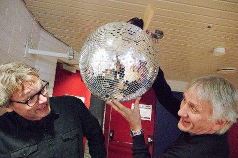 DANSEFEBER: De gleder seg til jazzfestival både Bersvend Salbu og Steinar Brekken på Tynset. Kulturhusleder Brekken skal sørge for å få opp discokula til jassoteket lørdag kveld.