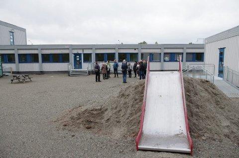 HOLDER IGJEN: Først om en drøy uke åpnes dørene igjen ved Kvitsanden barnehage i Røros. Fram til da jobbes det for å gjøre hverdagen til barn, ansatte og foreldre tryggest mulig.