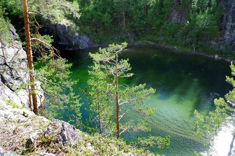 DJUPT OG BRATT: Terrenget i Sognan er bratt både over og under vannet. SVEIP FOR Å SE FLERE BILDER FRA ALVDALS PERLE.