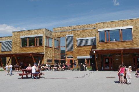 FOLLDAL SKOLE: Siden 2009 har elevene i Folldal vært samlet på én skole. I juni 2020 var det 163 elever ved skolen, og 35 ansatte.
