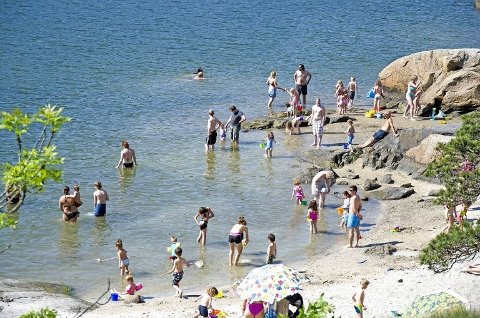 MER FINVÆR: Badesesongen på Breivoll ble innledet i pinsen. Etter noen dager med kjøigere vær kommer sommeren nå tilbake
