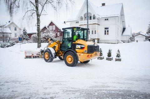 Vinter Ås sentrum jul snø brøytebil brøyting