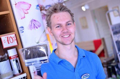 Sommeren 2012 snakket Ås Avis med Morten Opsahl, som akkurat hadde startet sin sommerjobb hos Fargerike i Ås sentrum.