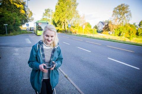 Trangt: - På enkelte avganger er det veldig maneg som skal ta bussen, sier Ylva Marie Vik.
