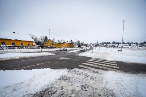 BØR UTBEDRES: Forslaget til vei- og gateplan går inn for at krysset Hogstvetveien/fylkesvei 152 utbedres for å øke trafikksikkerheten.