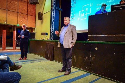 Boligdirektør Pål Løken og SiÅs-direktør Einride Berg under møte på Samfunnet i januar 2018, hvor planene for studentboliger i Skogveien ble lagt fram.