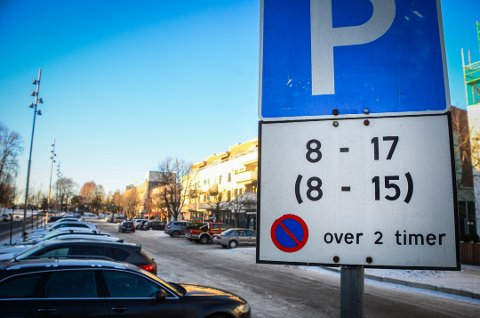 Parkering i Ås sentrum.