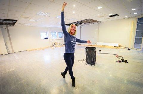 BYR OPP TIL DANS: Dansestudioet Dancespace åpner i Ås i februar. Instruktør og grunnlegger Sivanita Ekaas sier at responsen allerede har vært stor fra folk i Ås.