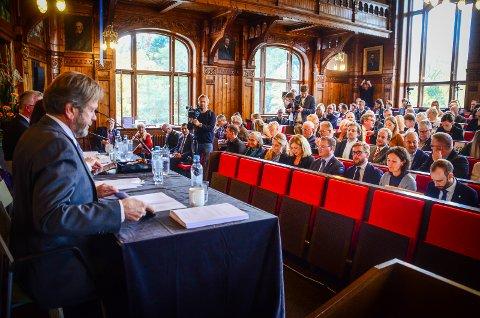 FØRSTE MØTE: Det nye fylkestinget i det nye fylket Viken møttes for første gang i festsalen i Urbygningen på NMBU i Ås.
