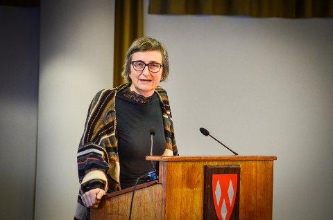 DELER UT KRISEMIDLER: Kommunen har fått inn 30 søknader om krisehjelp til bedrifter i Ås. Kristine Lien Skog (SV) er leder for styringsgruppa for fordeling av krisepakken og Hovedutvalg for næring og miljø (HNM).