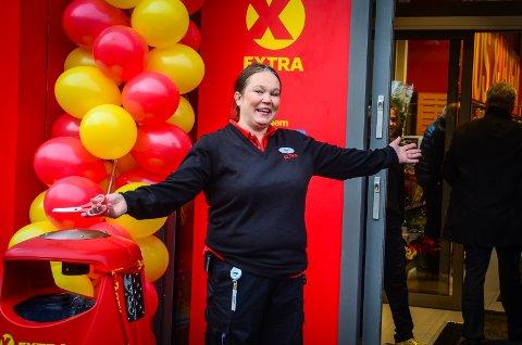 GOD BUTIKK: De første månedene den nye butikken Extra har holdt åpent på Nesset har vært langt over forventning, sier butikksjef Karen Økland.