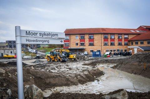 LITT FORSINKET: Arbeidet med utvidelsen av Moer sykehjem i Ås er noen uker forsinke