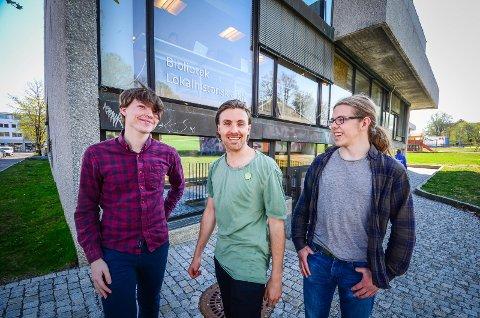 MER TILGJENGELIG: Marius Ellefsen, Martin Løken og Anders Ildstad mener Kulturhuset og biblioteket bør bli mer tilgjengelig. De foreslår et tilbygg med ny inngang fra Rådhusplassen.