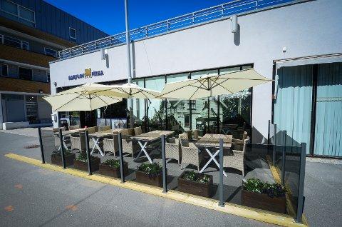 UTELIV: Det er lenge siden restaurantene i Ås har sett fulle bord. Bildet er tatt i en annen sammenheng.