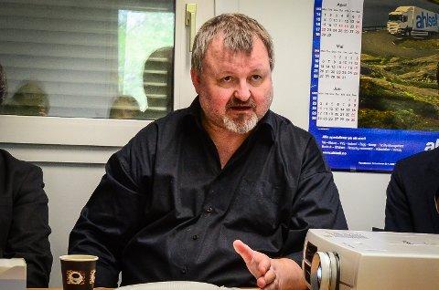 RIFT OM BOLIGENE: SiÅs har ikke hybler til alle. Direktør Einride Berg ber folk i Ås leie ut det de har av hybler.