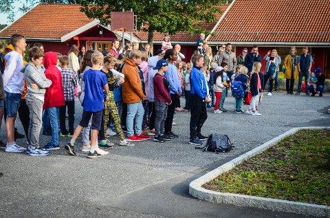 ETTERLYSER FORUTSIGBAR POLITIKK: Fra skolestart i Kroer, august 2018.