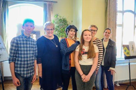 MØTTE LOKALE TALENTER: Kulturminister Trine Skei Garnde (V) møtte (f.v) Nicolas Burud (16), Amina Svensson Khateeb (13), Oda Myklatun (13) og Agnes Lægreid (14) som er med i samarbeidsprosjektet UngMusikk.