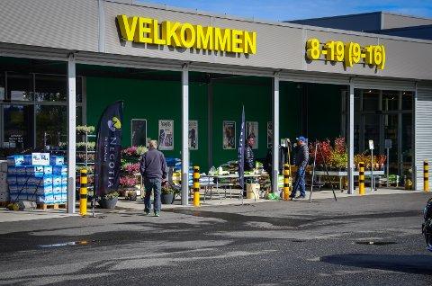 STENGT: Felleskjøpet på Holstad i Ås holder midlertidig stengt på grunn av korona.