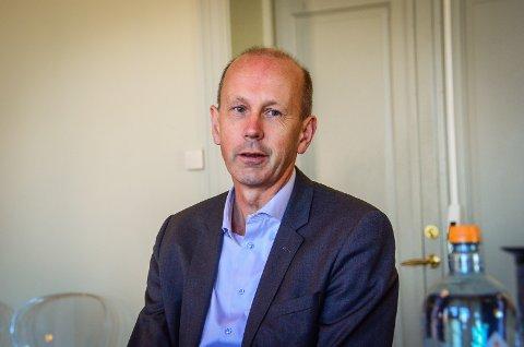 BRA, MEN IKKE NOK: Ordfører Ola Nordal (Ap) mener det er bra med noen flere avganger, men at han ikke blir fornøyd før det går tog hvert kvarter fra Ås stasjon i rushtiden.