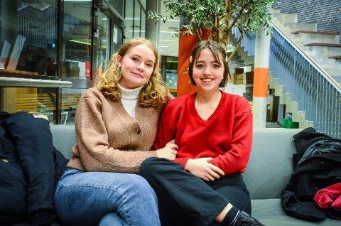 KNUST: Revysjefene Emilie Berg Heggelund og Benedicte Børtveit er knust over at revyen nå ikke blir noe av.
