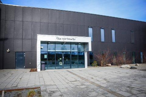 STENGES: Eika sportsenter som drives av SiÅs ble torsdag stengt.