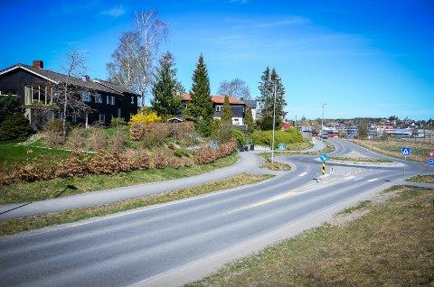 TAR BIT AV HAGEN: Ås kommune vil erverve 16 kvadratmeter av hagen til Moerveien 44. Grunneieren klaget, men fikk ikke medhold av politikerne.