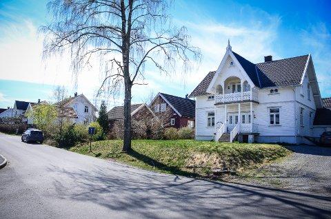 "KAN FÅ VERN: ""Villa Glimt"" i Moerveien 13B er blant de fire byggene klagerne på sentrumsplanen mener bør vernes."