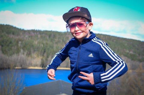 FØRSTE LÅT: Korona-kjedsomhet resulterte i debut som HipHop-artist for Aron Østmørk-Ellefsen (8) fra Vinterbro.