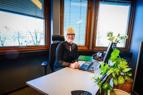 FÆRRE LEDIGE I ÅS: Randi Falao, leder for NAV i Ås