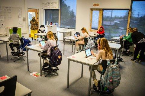 FORLENGER TILTAK: Ås kommune forlenger tiltakene på Rustad skole, som fortsatt skal ha rødt nivå til og med fredag.
