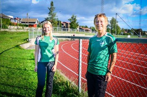 KLARE FOR IDRETTSSKOLE: Tiril Helene Lilleheier (17) leder årets idrettsskole i Ås. Guri Drottning Aarnes i Ås IL håper mange barn vil bli med.