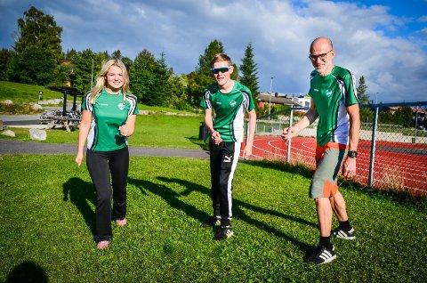 STILLER TIL START: Familien Lilleheier fra Ås stiller i Årungen rundt. F.v.: Tiril Helene (17),  Birk Andreas (14), og pappa Karl Henrik (48)
