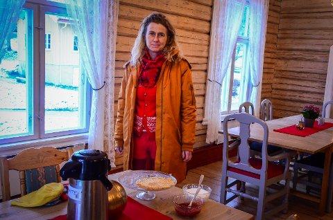 ÅPNER KAFEEN: Styrer Anne Langhus sier at kafeen på Breivoll vil stå klar med flere nystekte vafler og varme retter som biff stroganoff, lapskaus og suppe