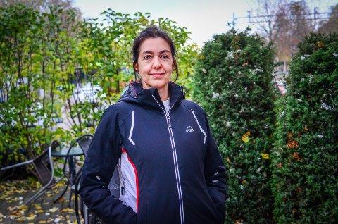 VIL BLI BEDRE I NORSK: Sandra Inez er opprinnelig fra Brasil og forsøker å bli bedre i norsk. Spåkcafe i Ås vil være et godt tilbud for innvandrere som henne, sier hun.