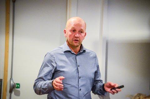 MÅ KUTTE: – Vi er nødt til å kutte for å klare finansiere dette fordi veksten ikke er like stor som vi kunne ønske oss. sier kommunedirektør Tom-Arne Tørfoss.