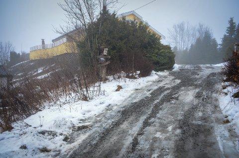 STRID OM FORTETTING: Kjærnesveien 72 AS ønsker å bygge to nye bolighus i tillegg til det eksisterende huset på tomta Kjærnesveien 72. Ni naboer har signert klager mot planene.