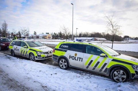 KONTROLLER: Politiet har vært ute på veiene torsdag. Her fra en fartskontroll ved Åsgård skole tidligere i år.