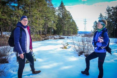 UT PÅ TUR: Prosjektleder Grethe Johnsen i Ås kommune og Guri Drottning Aarnes, leder for Ås IL.