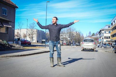 VIL HA TRÆR: Martin Løken (MDG) mener at Moerveien bør omgjøres til allé med trær langs begge sider.