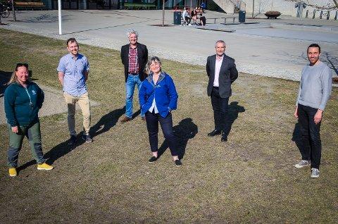 STYRKER VEDLIKEHOLDET: Samarbeidspartiene i kommunestyret har blitt enige om å bruke årsoverskuddet fra 2020 på 5 millioner kr til å styrke vedlikeholdsbudsjettet som har blitt kuttet betraktelig de siste årene. F.v: Maria-Therese Jensen (V), Edvin Søvik (Ap), Dag nestegard (SV), Annett Michelsen (Sp), Paul Bolus Johansen (KrF) og Martin Løken (MDG).
